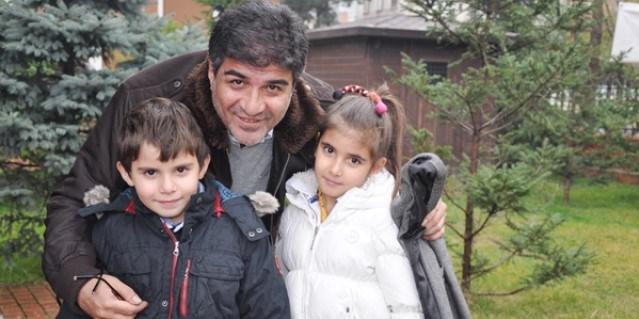 İbrahim Erkal,Mart ayında üçüncü kez baba olmuştu.
