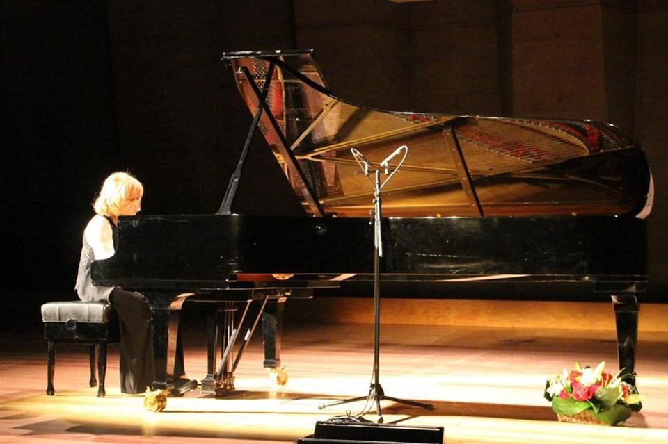 İdil Biret'ten UNESCO'da piyano resitali