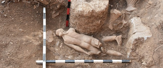 ispartadaki-pisidia-antiokheia-antik-kentinde-apollon-heykeli-bulundu_1672_dhaphoto1.jpg