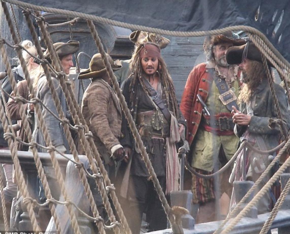 Johnny Depp: Maymunu deniz tuttu