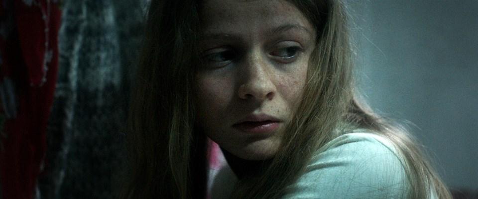 Ecem Uzun filmde çocuk yaşta evlendirilen Elmas karakterini canlandırıyor. Film 16 Aralık'ta vizyona girecek.