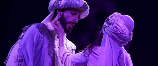Leyla ile Mecnun'un hikayesi Devlet Tiyatroları sahnesinde