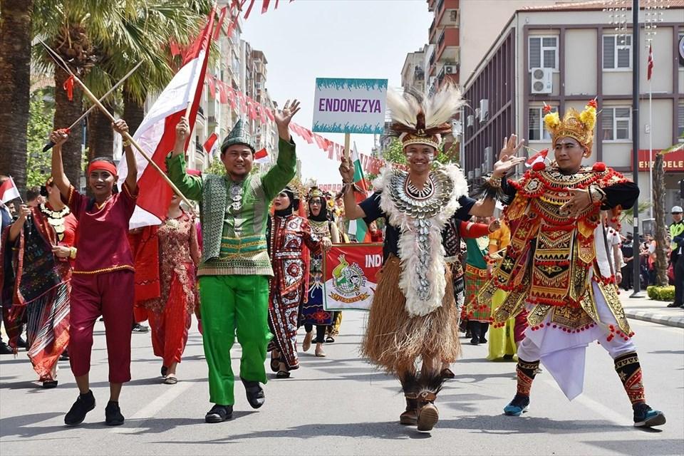 Mesir Macunu Festivali'nde 6 ton mesir saçıldı