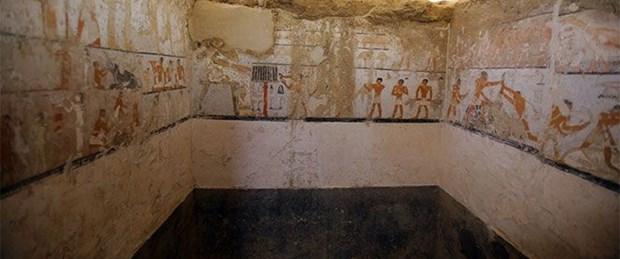 Mısır'da 4 bin 400 yıllık rahibe mezarı bulundu