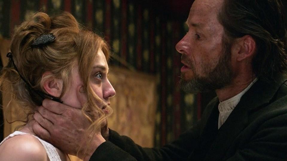 Martin Koolhoven imzalı western – gerilim türündeki filmde Guy Pearce, Dakota Fanning, Kit Harington, Carice van Houten, Emilia Jones gibi isimler rol alıyor.