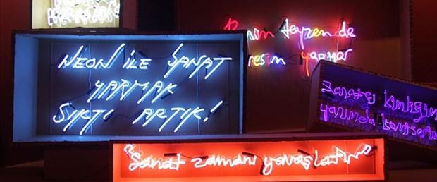 Neonları konuşturan 'Absürt' sergi açıldı