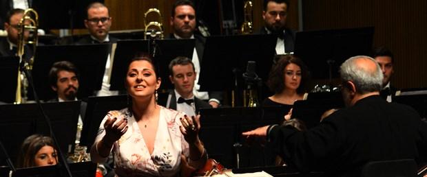 operanin-yildizlari-mersinlileri-buyuledi-_8588_dhaphoto1.jpg