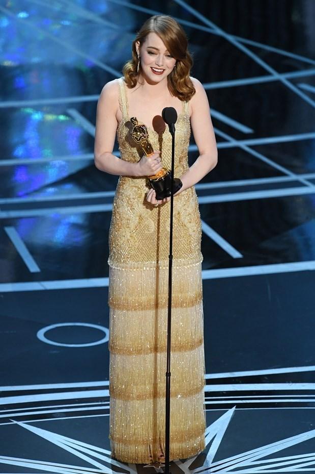 Emma Stone, gecede 'En İyi Kadın Oyuncu' ödülünü aldı.