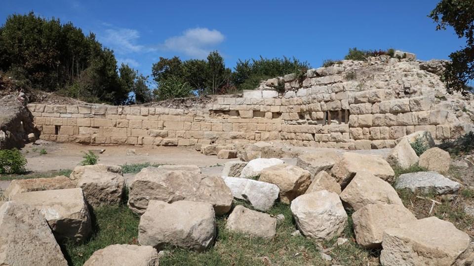Parion Antik Kenti 18 asırlık surlarıyla gün yüzüne çıkıyor