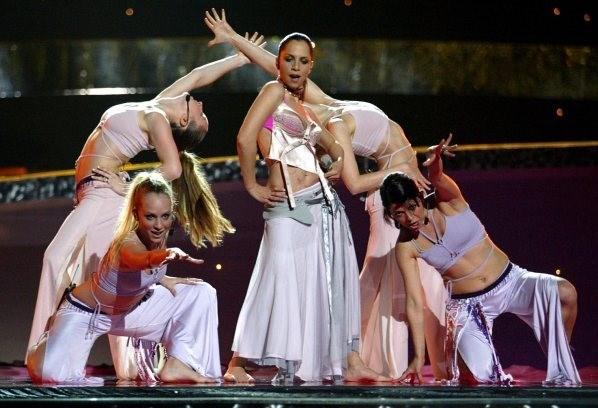"""Erener, 2003 Eurovision Şarkı Yarışması'nda """"Everyway That I Can"""" şarkısı ile birinciolmuştu."""