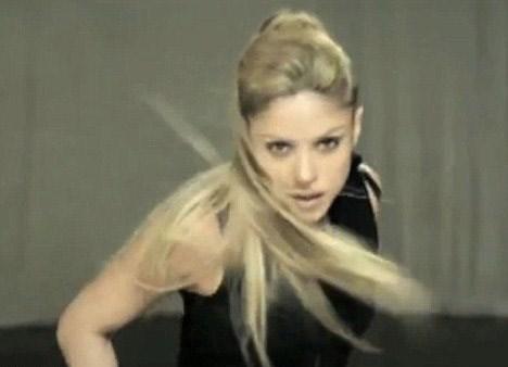 Shakira yine çamur içinde