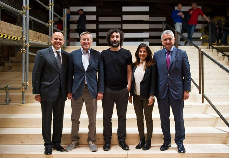 """Venedik Bienali 57. Uluslararası Sanat Sergisi'nde Christine Macel'in küratörlüğünde Arsenale ve Giardini'deki """"Viva Arte Viva"""" başlıklı ana serginin yanı sıra, Türkiye'nin de aralarında bulunduğu 85 ülkenin sergisi yer alıyor."""