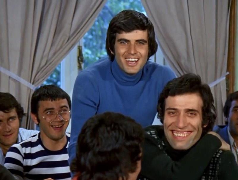 Kısa sürede Yeşilçam'ın en yakışıklı oyuncularından birisi haline gelen Akan,1972 yılında oynadığı film Suçlu ile 1973 yılında Altın Portakal Film Festivali'nde En İyi Erkek Oyuncu ödülünü aldı.