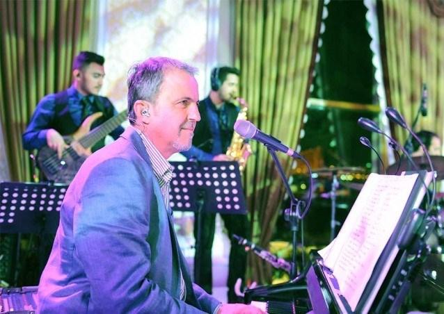 Tarık Sezer, bugünlerde O Ses Türkiye yarışmasında orkestrasıyla birlikte yer alıyor.