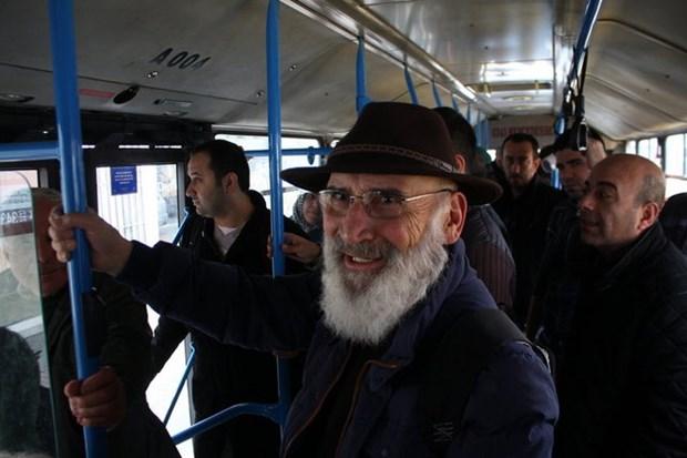 """BÜTÜN İNSANLARIN KARDEŞ OLDUĞUNA İNANIYORUM"""