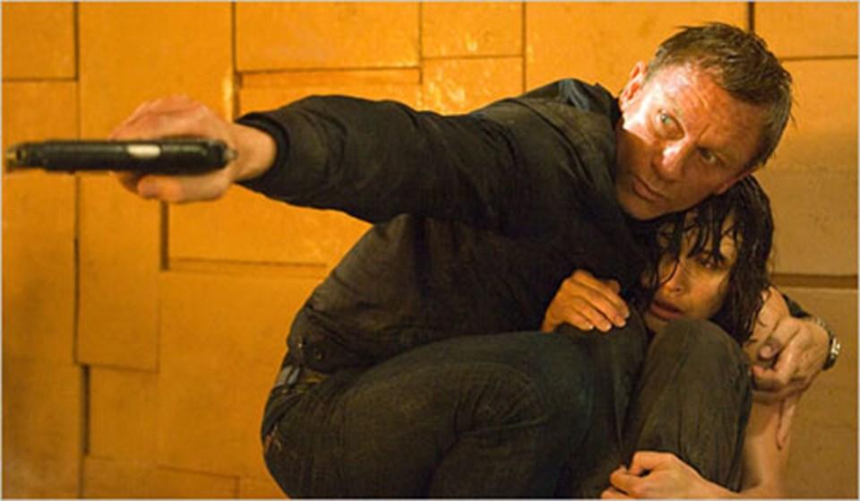 10 yıldır Bond karakterini canlandıran Craig, geçtiğimiz aylarda yapımcı şirketin serinin yeni filmlerinde rol alması için yaptığı astronomik teklifi geri çevirmişti.