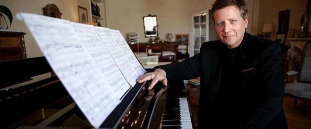 Fransız-piyanist-Stephane-Blet (1).jpg