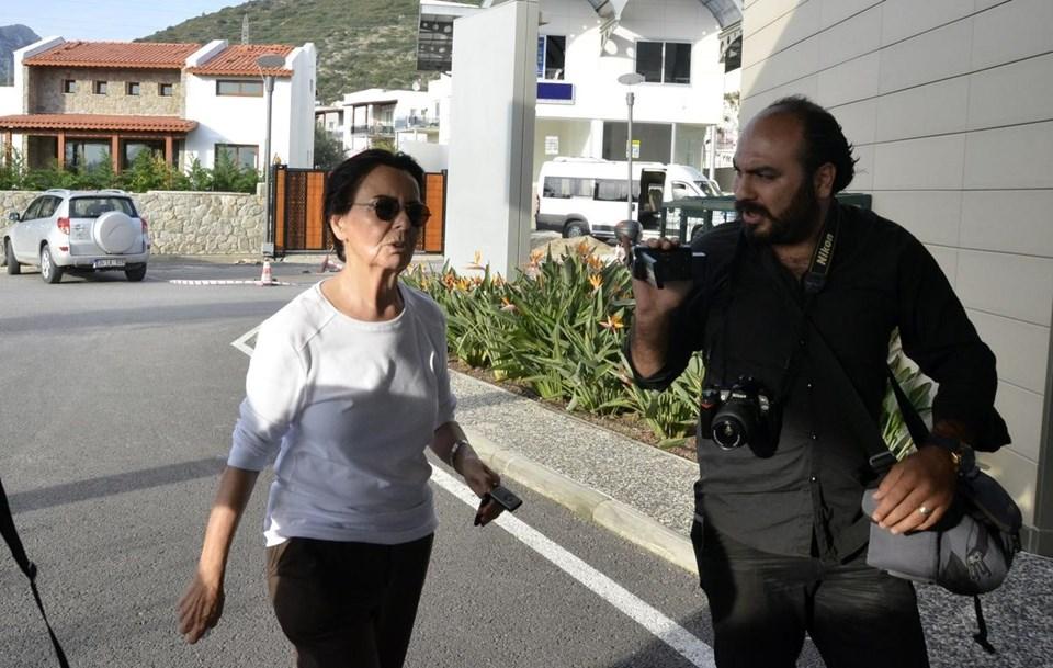 Fatma Girik, Memduh Ün'ü hastanede yalnız bırakmıyor.