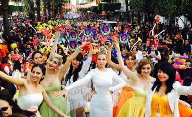 Adana'da Portakal Çiçeği Karnavalı coşkusu ile ilgili görsel sonucu