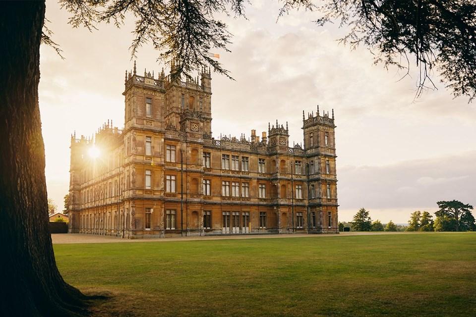 Downton Abbey, Highclere Şatosu, ilginç konaklama deneyimleri, İngiltere, Otel, özel konaklama deneyimleri, Şatoda konaklama