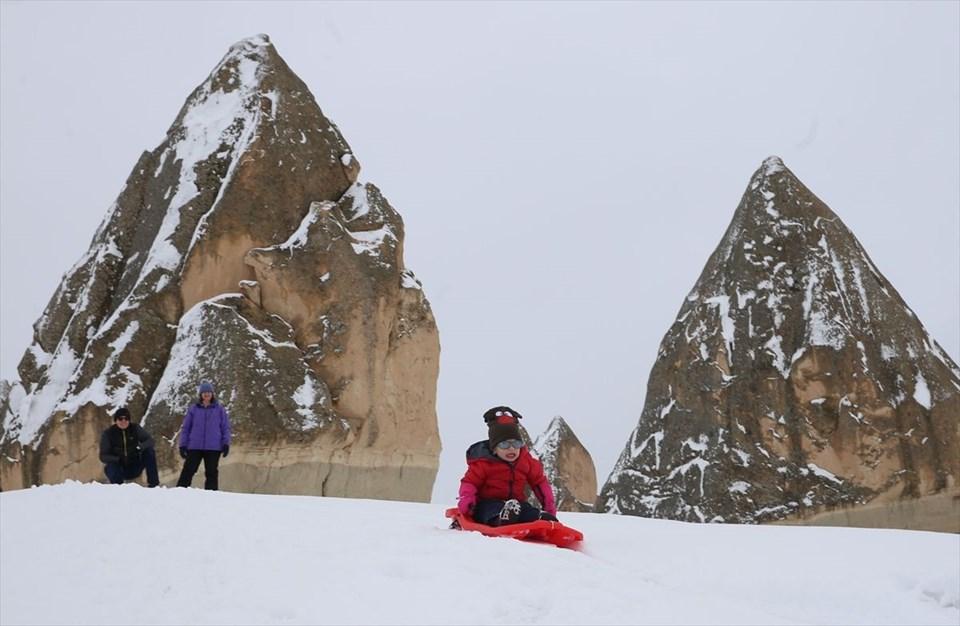 kapadokya, kar yağışı, kılıçlar vadisi, güllüdere vadisi, zemi vadisi, nevşehir, peri bacaları