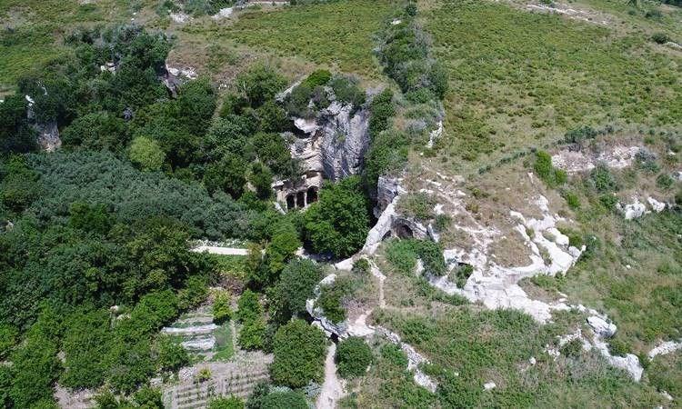 vespasianus titus tüneli, titus tüneli nerede, titus tüneli'nin özelliği, titus tüneli nasıl gidilir, beşikli mağara