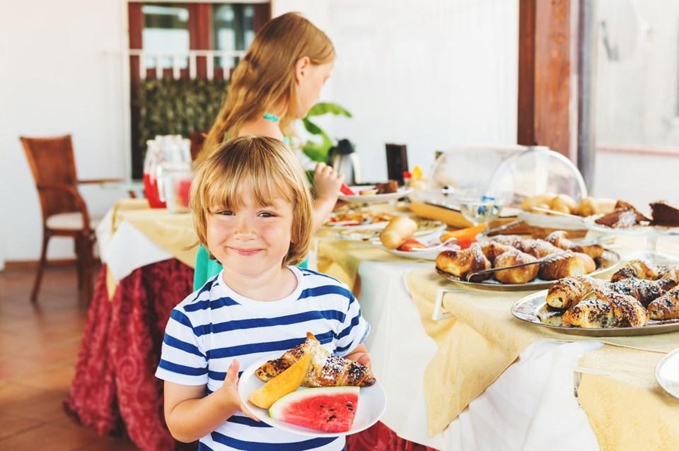 çocukla tatil, bebekle tatil, çocuklarla yaz tatili, çocukla tatilde dikkat edilmesi gerekenler