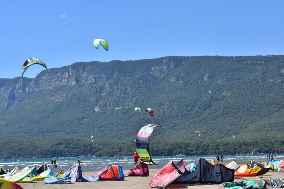deli mehmet rüzgarı, akçapınar plajı, kitesurf, türkiye kitesurf yapılabilecek yerler, gökova körfezi