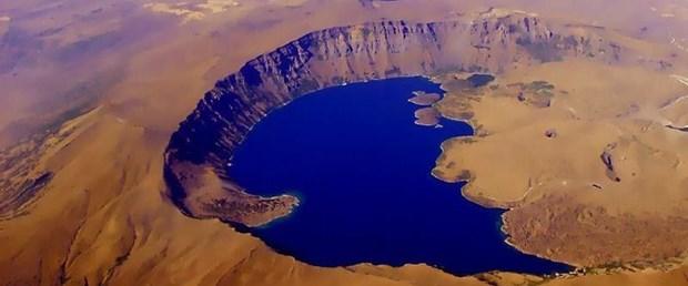 nemrut-krater-golu.jpeg