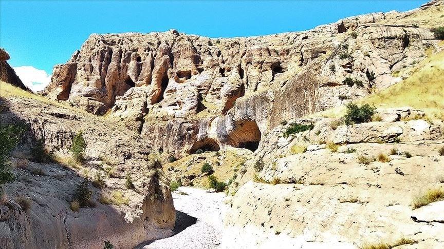 Saklıkapı kanyonu, karakaya baraj gölü, Elazığ, Baskil, Akuşağı köyü