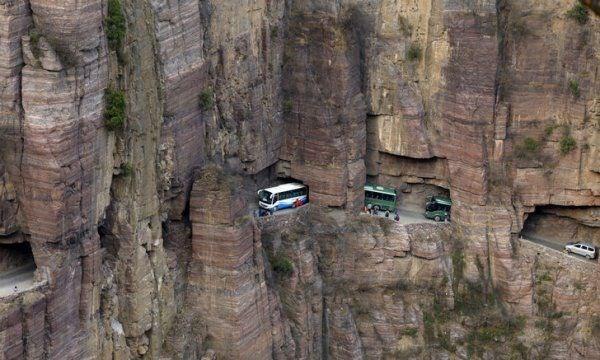 dünyanın en zor yolları, dünyanın en tehlikeli yolları, erzincan, taş yolu, kemaliye divriği yolu