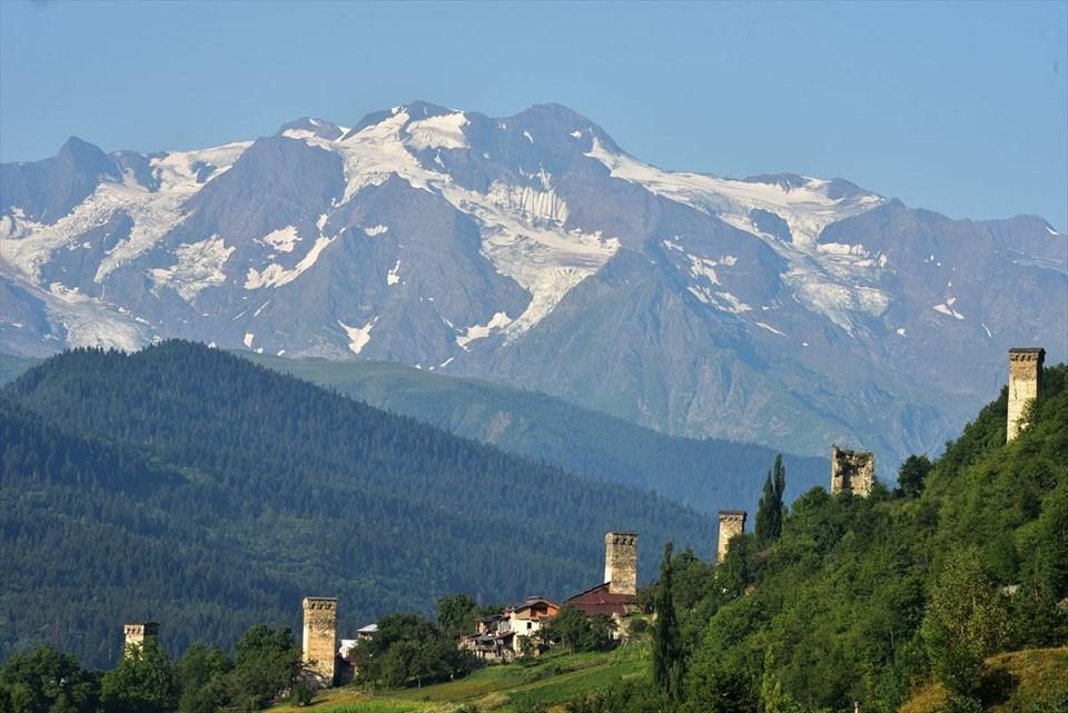 mestia, gürcistan, svaneti, svan kuleleri, kafkas dağları