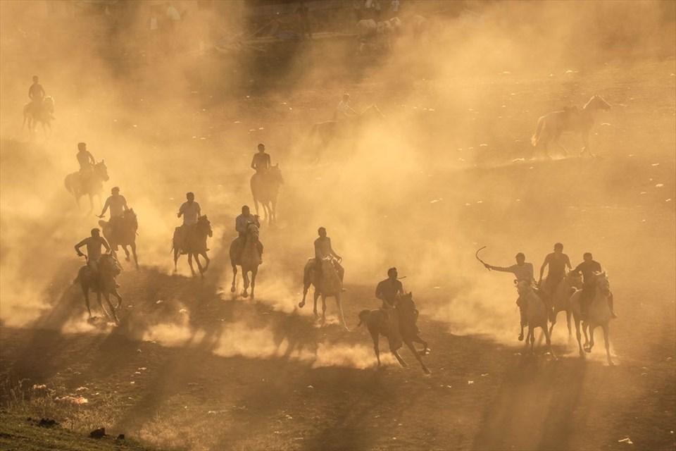 kırgız türkleri, buzkaşı, kökbörü oyunu, oğlak postu kapmaca, ulupamir, erciş