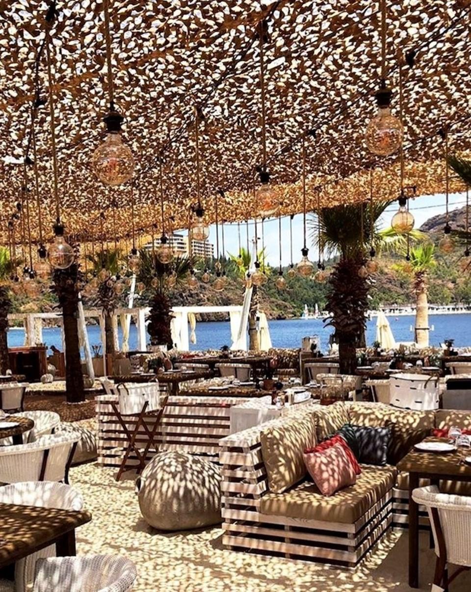 Mytha Hotel Anthology, Türkiye'den İtalya'ya, Hırvatistan'dan İspanya'ya kadar uluslararası niteliklere sahip her otelinde Akdeniz karakterini, değerlerini ve lezzetlerini, her bölgenin gelenek ve göreneklerine dayanarak benzersiz, yenilikçi ve özgün bir otelcilik anlayışı ile sunuyor. Mytha Hotel Anthology, eşsiz bir deneyim yaşamak isteyenlere heyecan verici ve olağanüstü duygusal bir yolculuk sunuyor. Michelin yıldızlı şeflerin hazırladığı yemekler, dünya çapında bilinen SPA merkezlerinde vücudu ve ruhu canlandırmak için sunulan özel hizmetler, sağlıklı yaşam uygulamaları ve dahası için Mytha Hotel Anthology misafirlerini bekliyor.