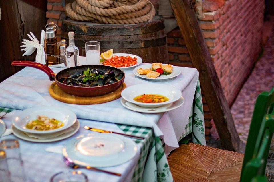 Özel baharatlı ekmeğinden ızgara ahtapota Mano's lezzetleri