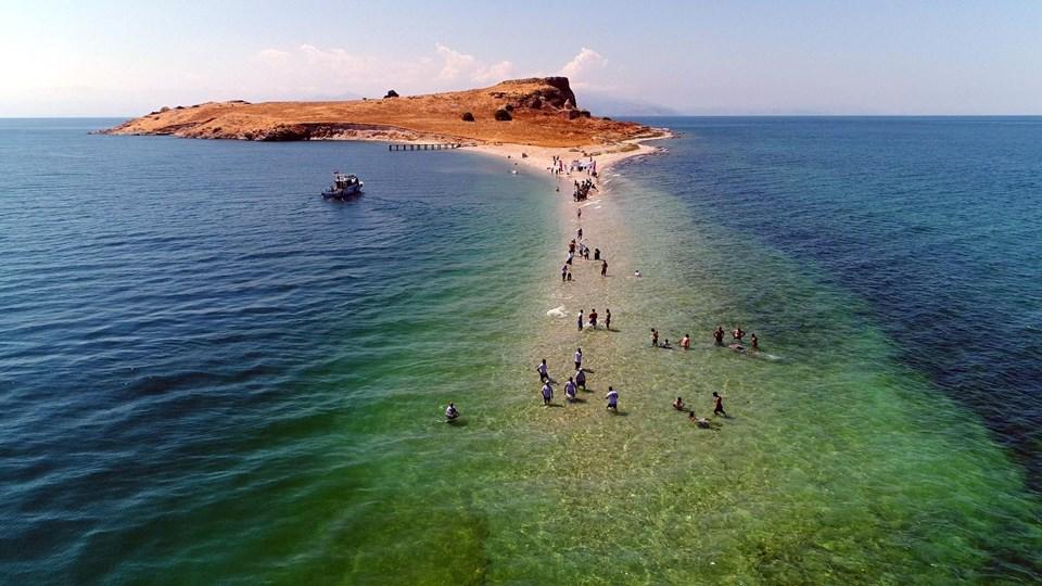 çarpanak adası, van gölü adaları, çarpanak adası su altı antik yolu, van gezilecek yerler