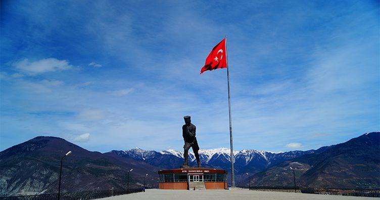 atatepe, türkiye'nin en büyük atatürk heykeli, mustafa kemal atatürk heykeli, artvin gezilecek yerler