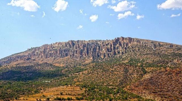 tourism, stacks of stones, human array, poppy mountain, natural beauty, Diyarbakir, Cermik