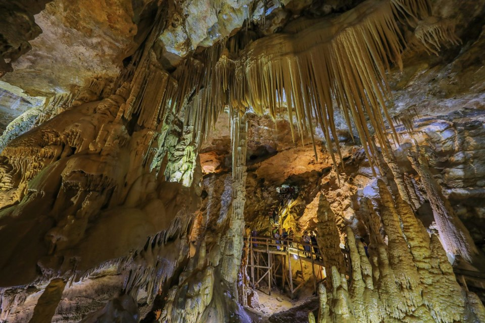 damlataşı mağarası, karaca mağarası, gümüşhane gezilecek yerler, cebeli mağara, gümüşhane karaca mağarası