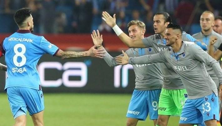 Trabzonspor 3 puanı 4 golle aldı, Beşiktaş düşme hattına geriledi...