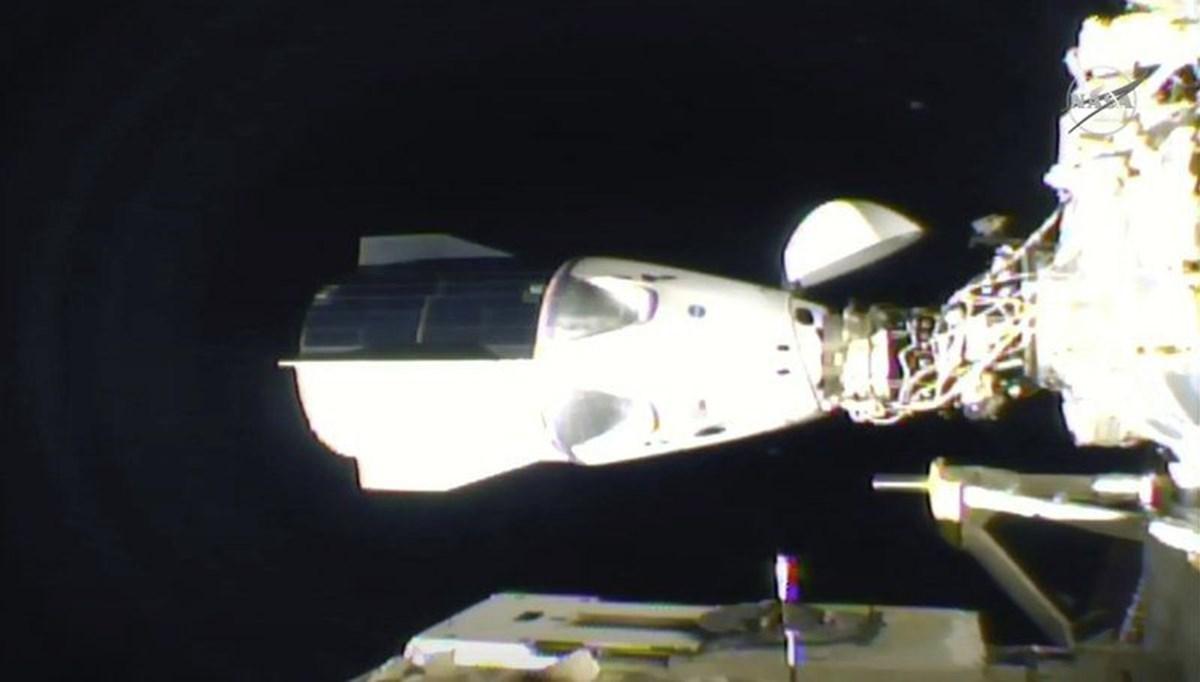 SpaceX kapsülü ISS'ye kenetlendi
