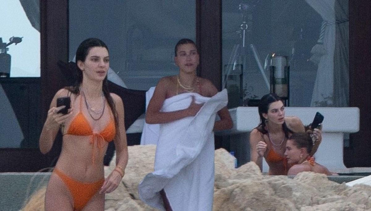 Kendall Jenner ve Hailey Baldwin tatilde