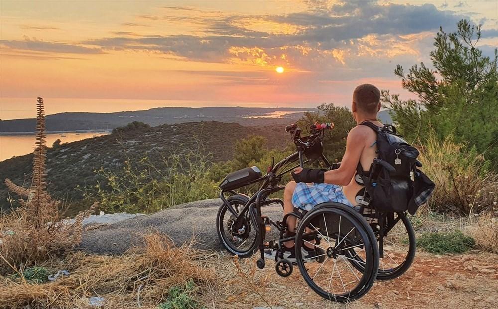 Gezme aşkı engel tanımadı: Hırvat seyyah, tekerlekli sandalyesiyle dünyayı geziyor - 8
