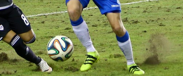 futbol yeşil saha top.jpg