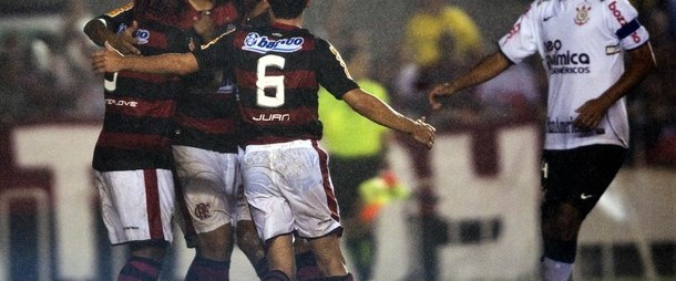 Adriano Carlos ve Ronaldo'yu yıktı