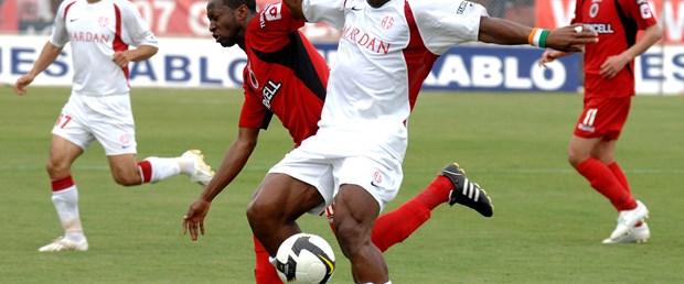 Antalyaspor 10 kişi kazanmayı bildi: 4-2