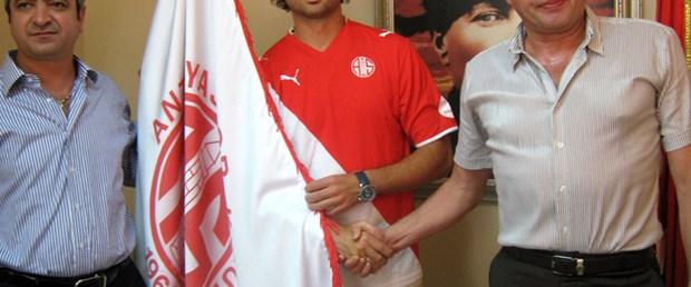 Antalyaspor Batak ile imzaladı