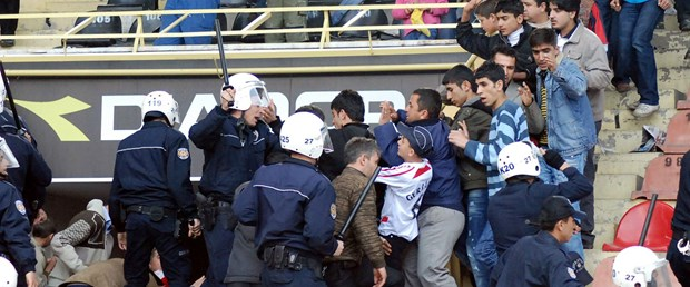 Antep'te olay! 100 kişi sahaya girdi