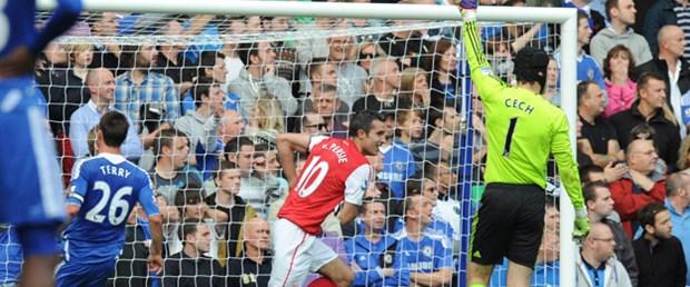 Arsenal Chelsea'yi Van Persie'yle devirdi