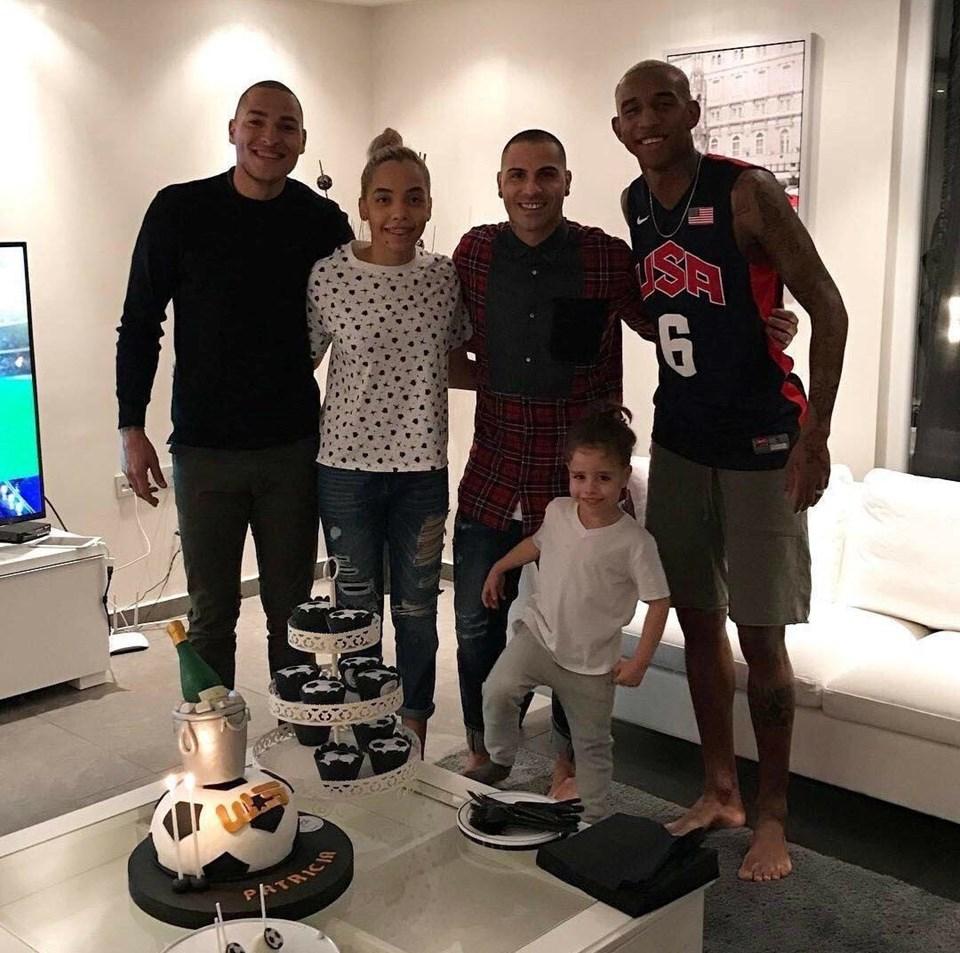 Titi, Beşiktaş'ın Brezilyalıları Talisca, Adriano, Marcelo ve Potekizli Quaresma ile ailece görüşüyor.